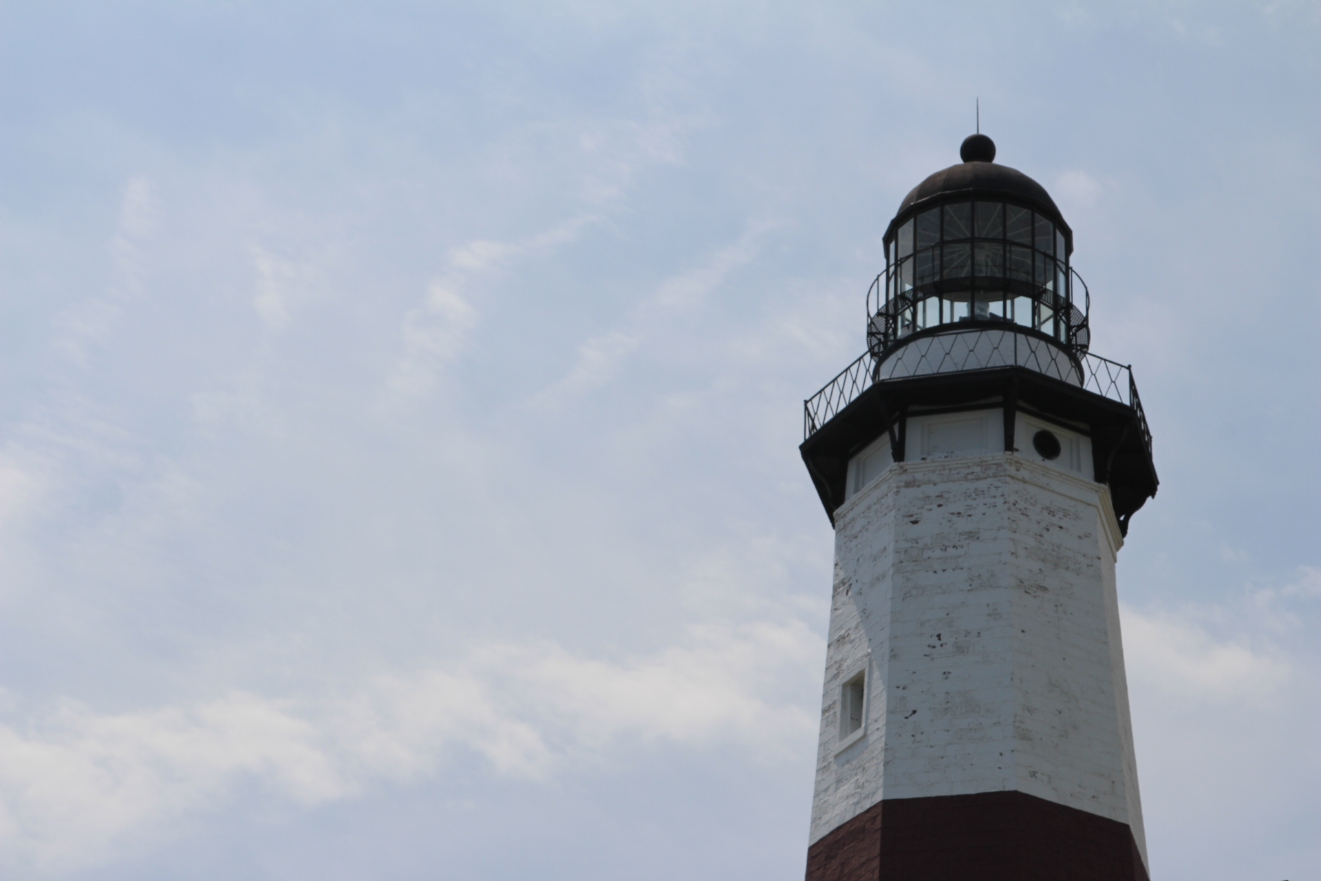 Lighthouse light_right image