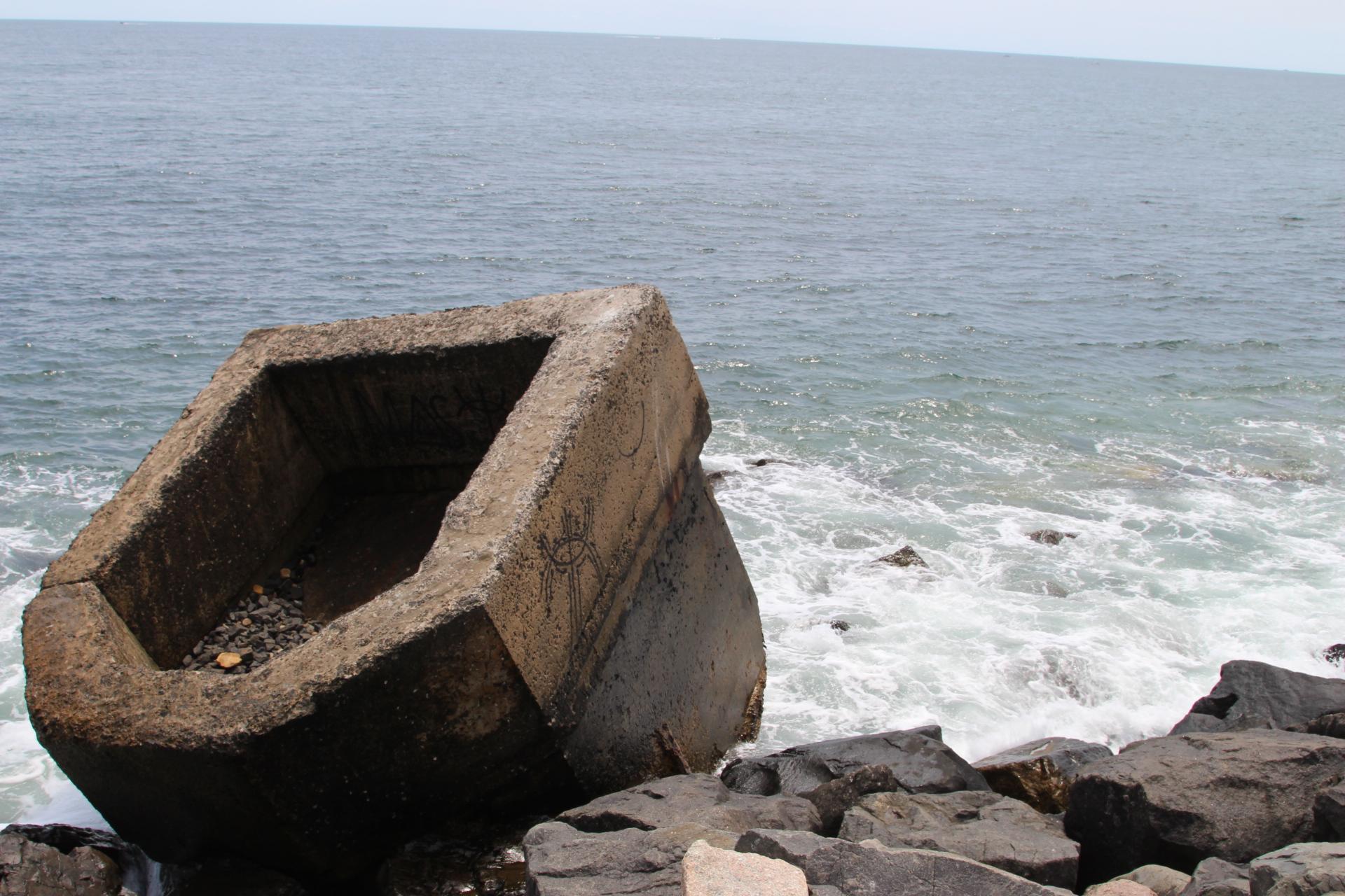Concrete bunker in sea_montauk