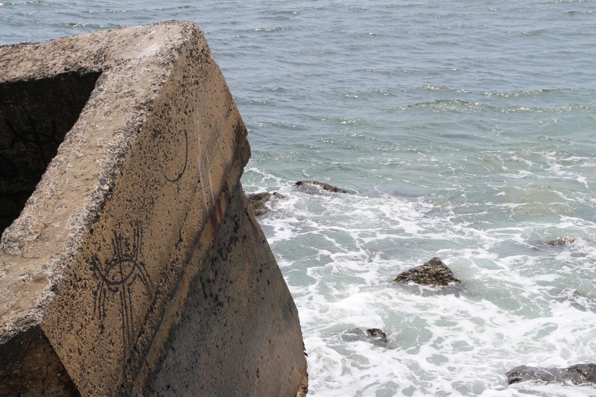Concrete bunker in sea_montauk_2