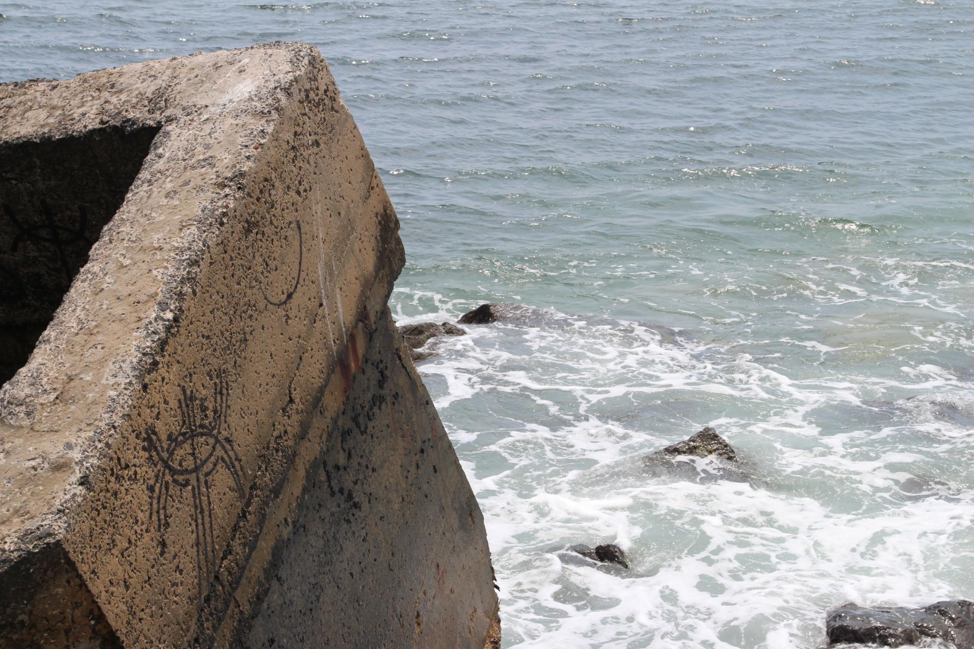 Concrete bunker in sea_montauk_3