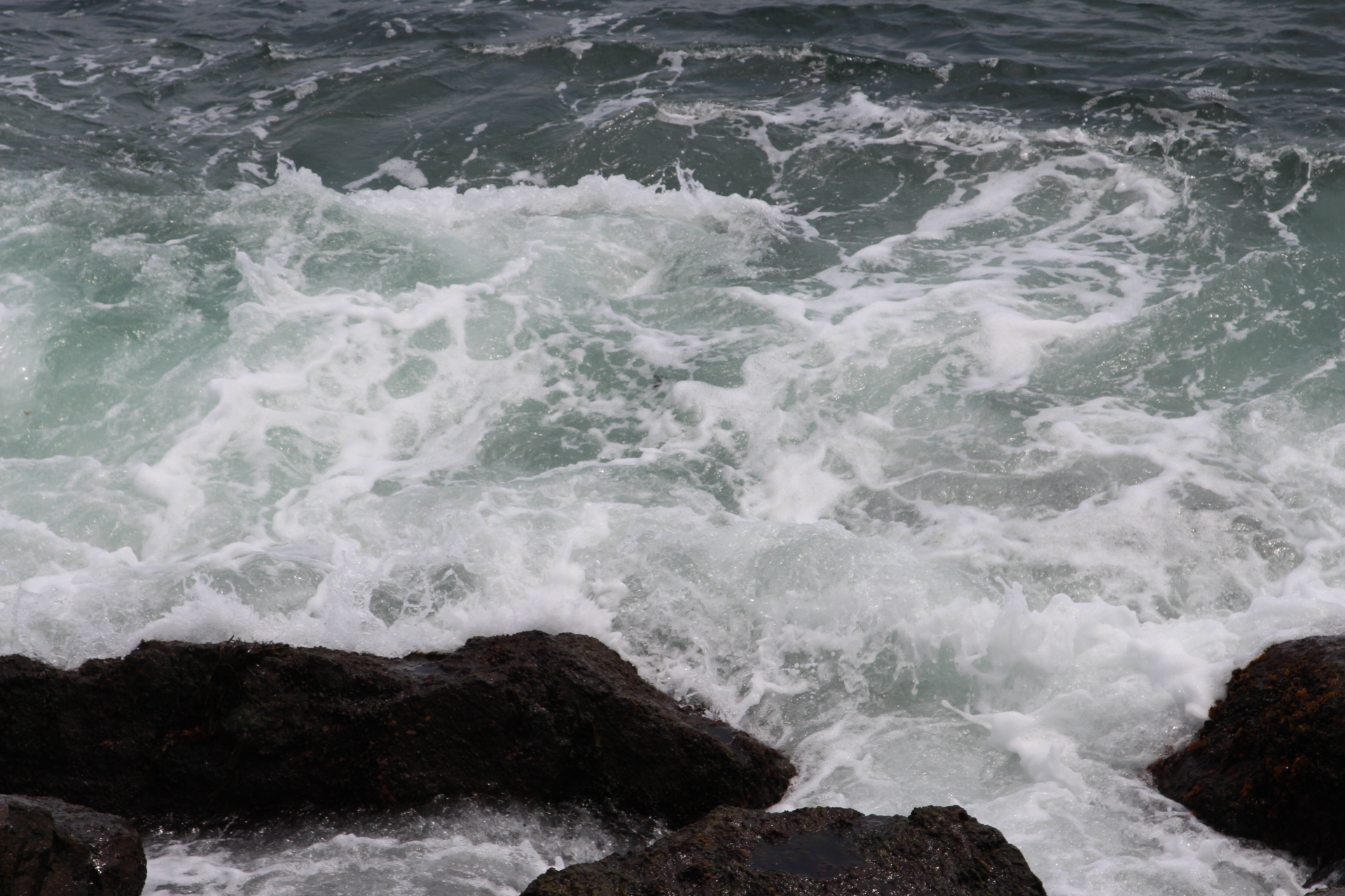 Rocks with waves