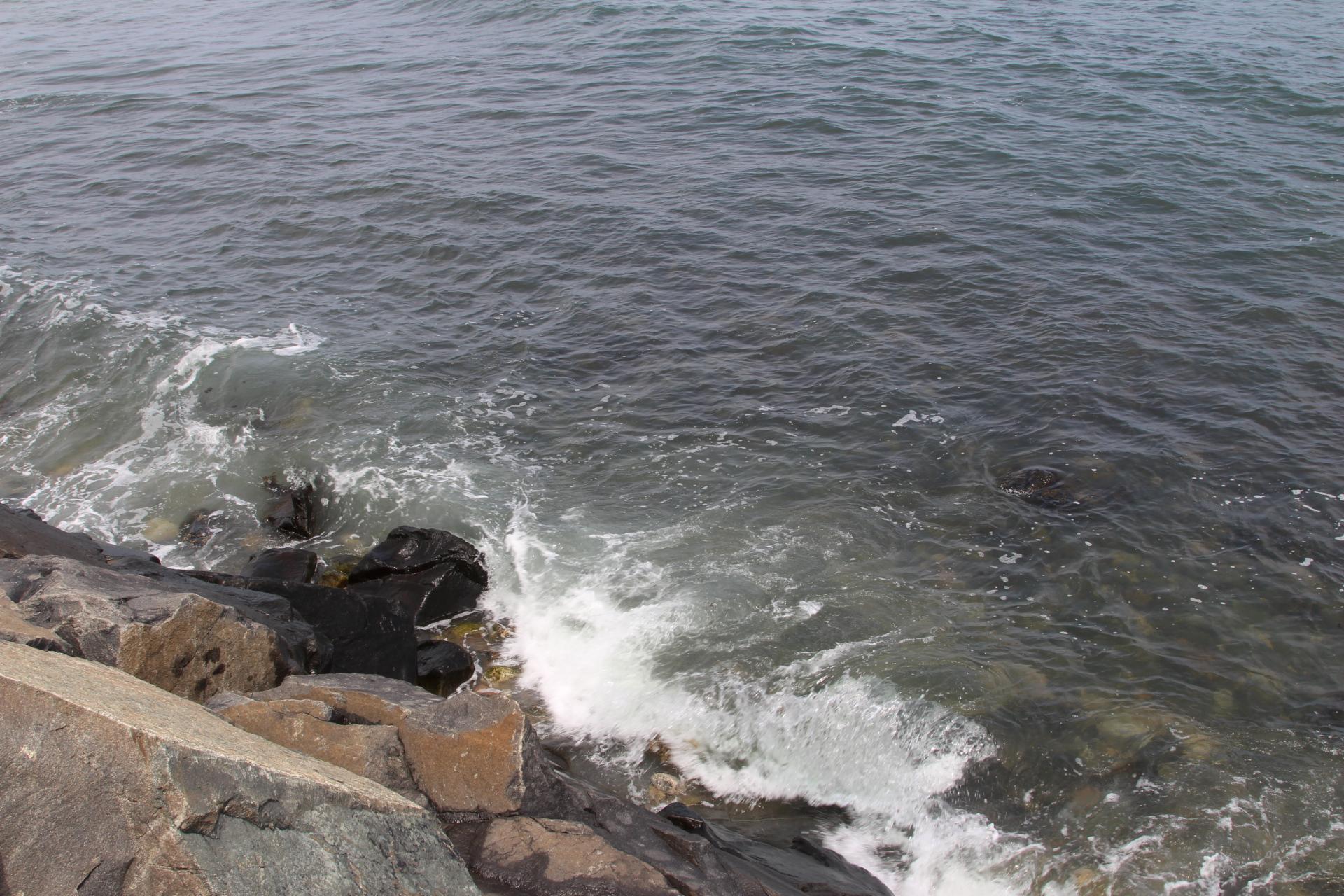 Rocks at waterrs edge_5
